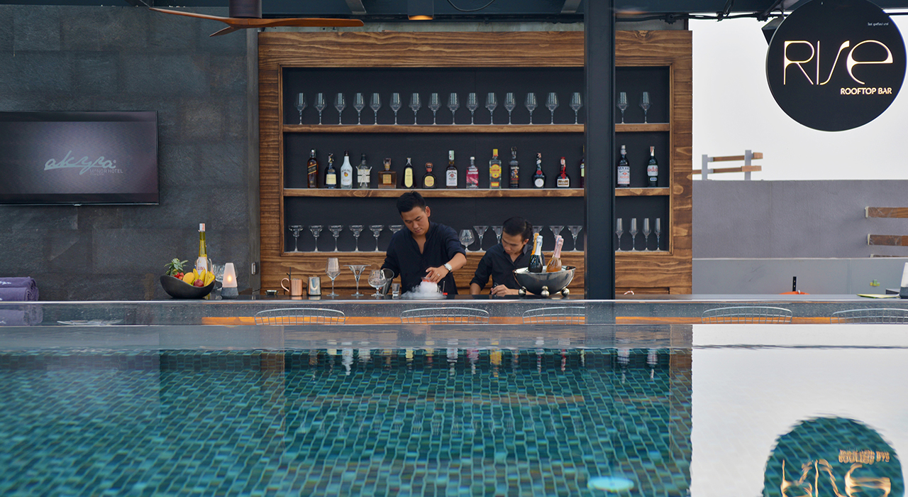 Infinity pool and rooftop bar - akyra Chiang Mai