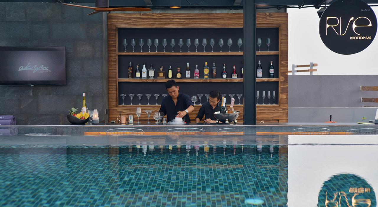 Infinity pool and rooftop bar - akyra Chiang Mai