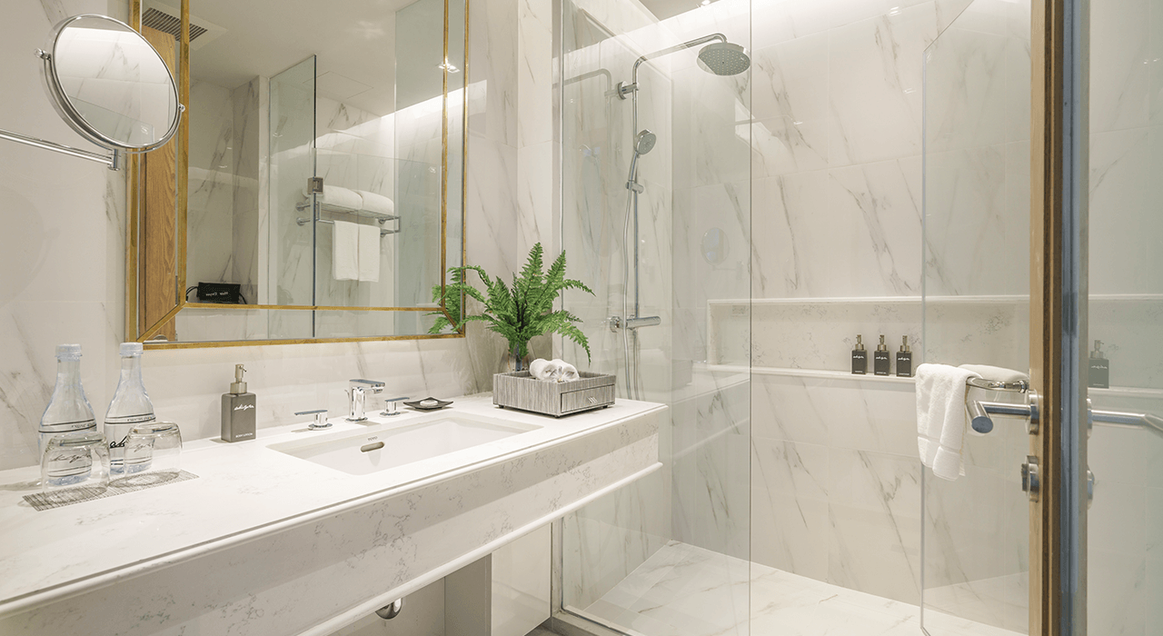 Large Bathroom with Marble Inlay - akyra Thonglor Bangkok Suites