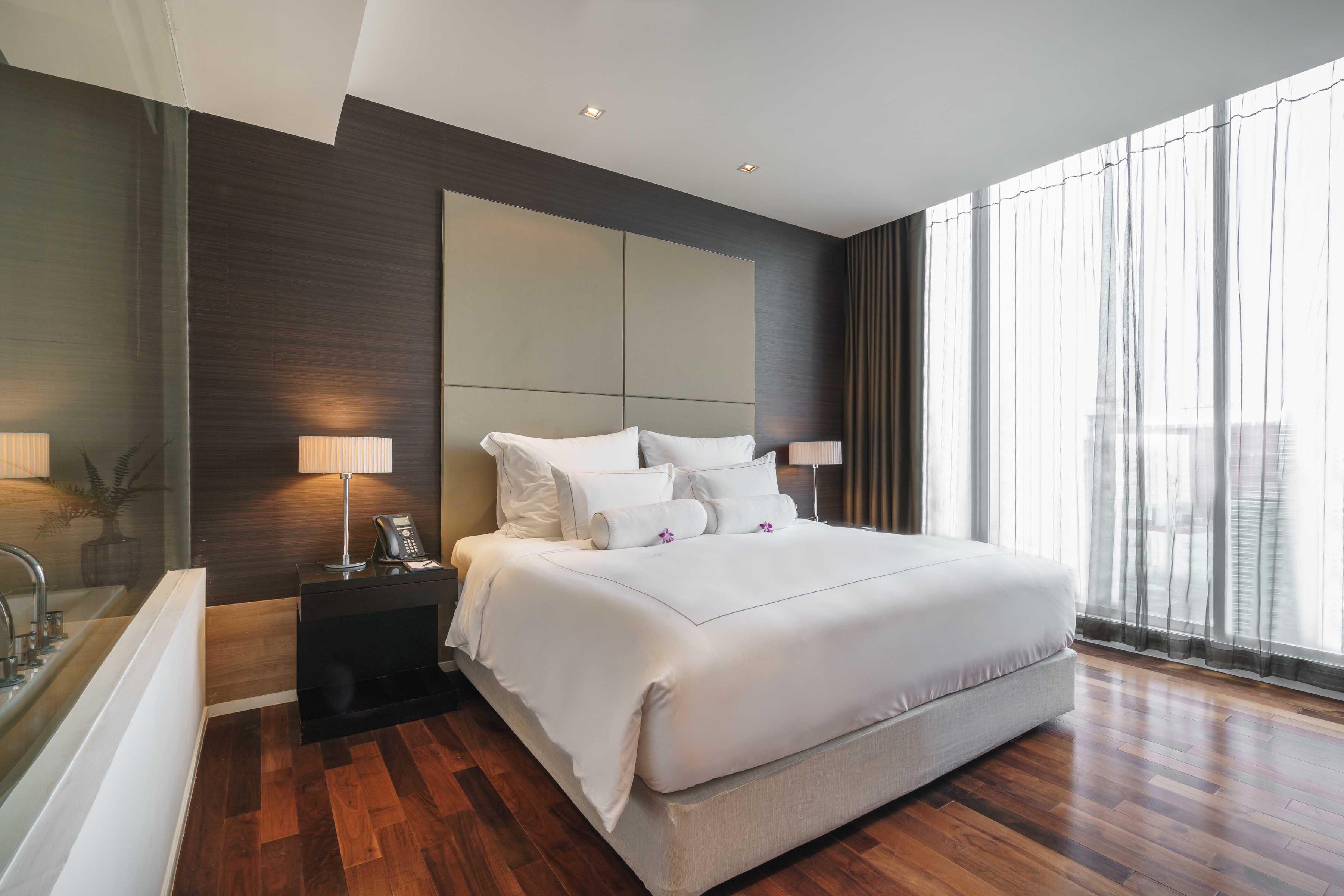 akyra Thonglor Bangkok - Luxury One Bedroom Hotel Suites Living Space