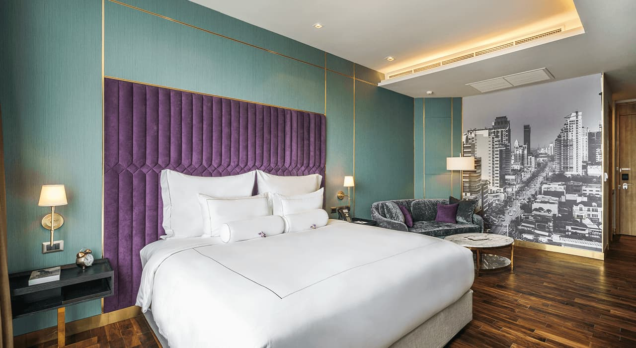 Luxurious 1920's Inspired Studio Suite - akyra Thonglor Bangkok Hotel