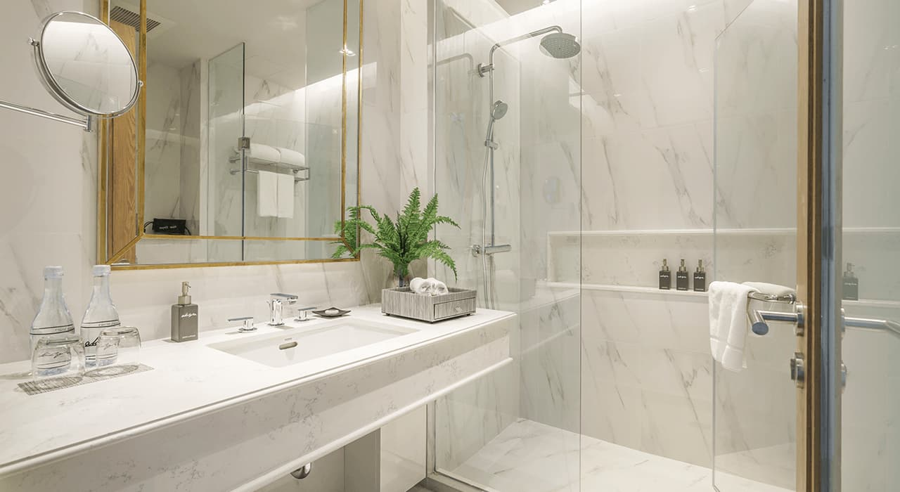 Studio Suite Bathroom - akyra Thonglor Bangkok Hotel