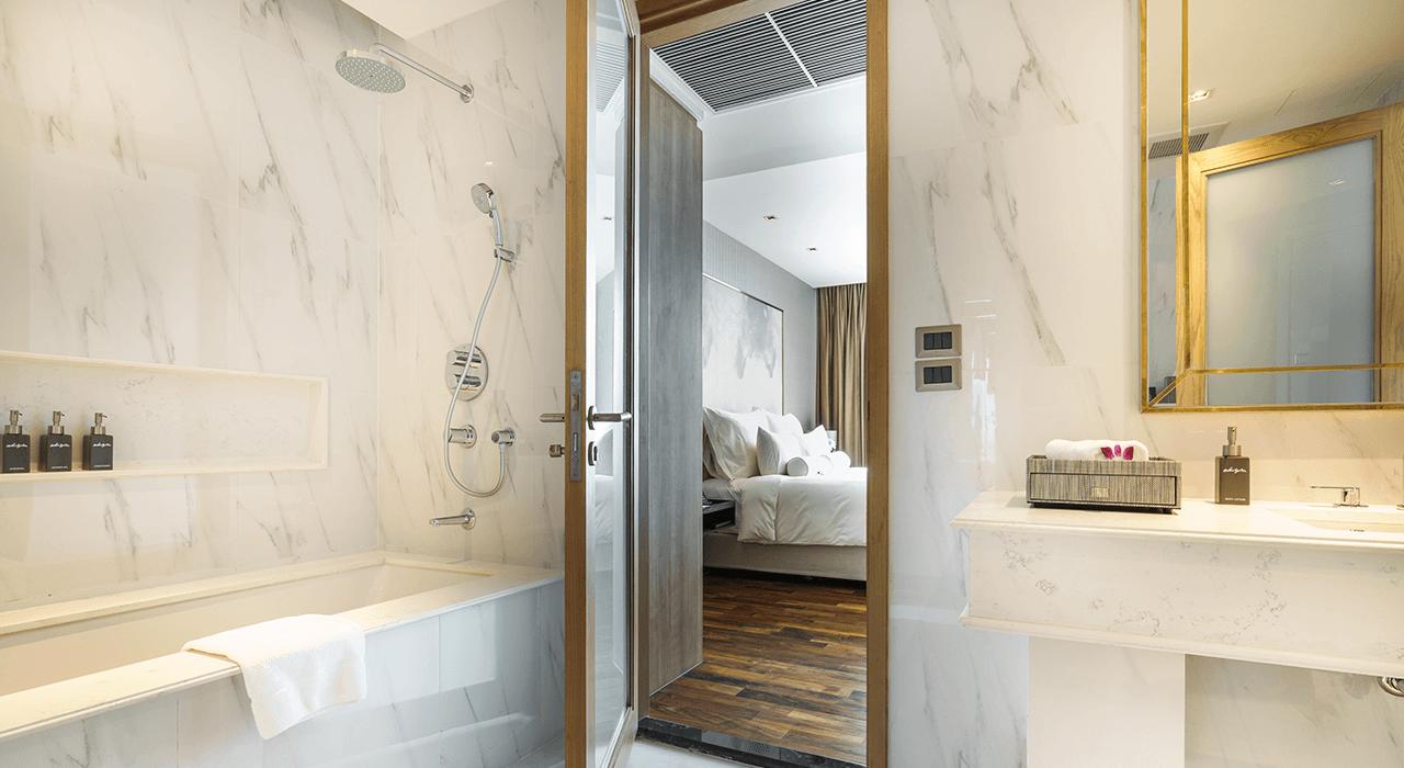 deluxe suites bathroom - akyra Thonglor Bangkok