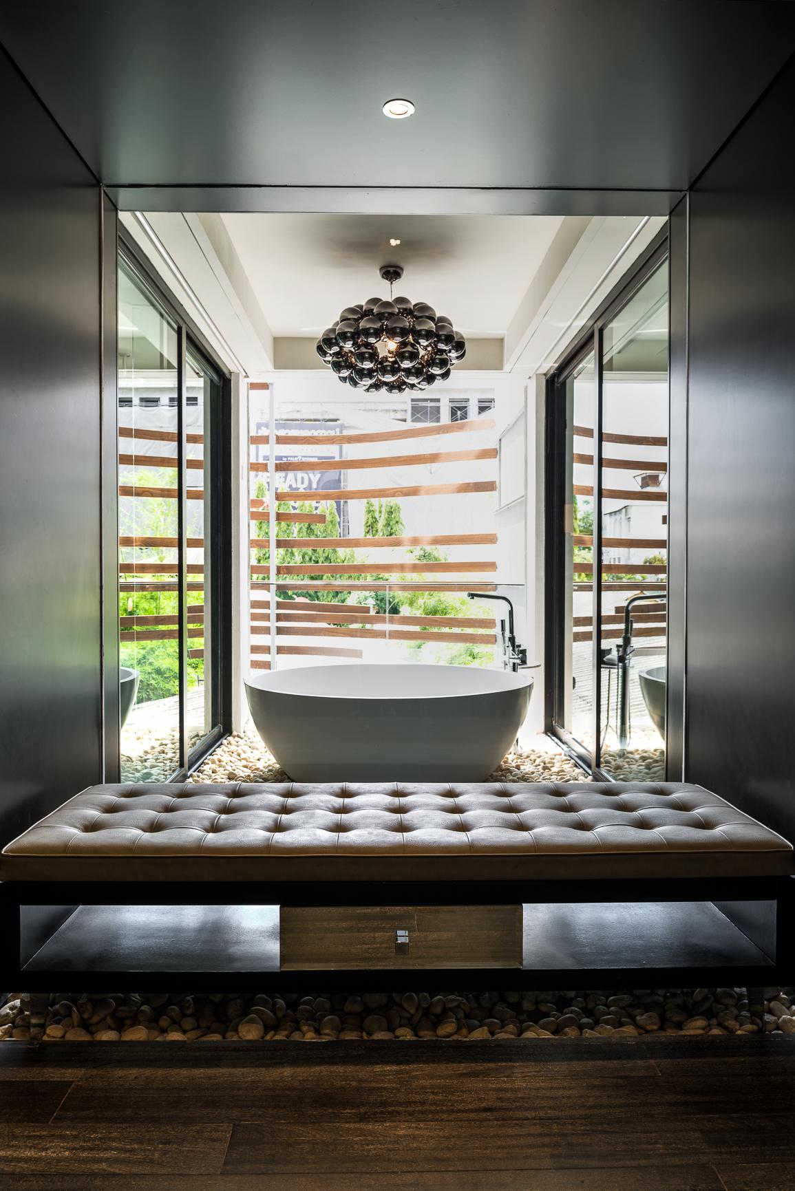akyra Manor Bathroom Art