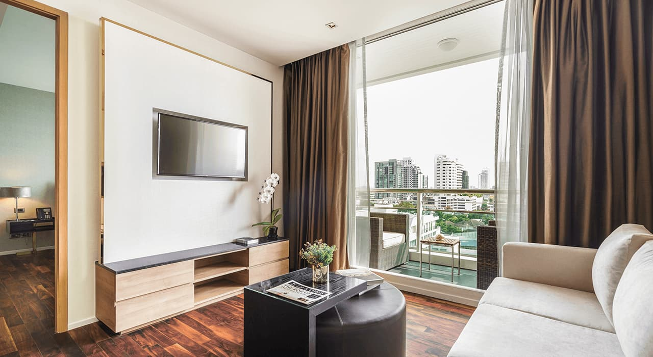 Deluxe Suites Lounge and Balcony - akyra Thonglor Bangkok Hotel