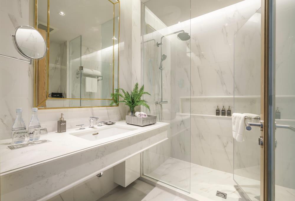 Studio Suite Bathroom - akyra Thonglor Bangkok Hotel