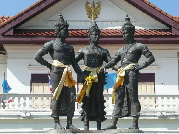Chiang Mai Walking Tour - Three Kings Monument
