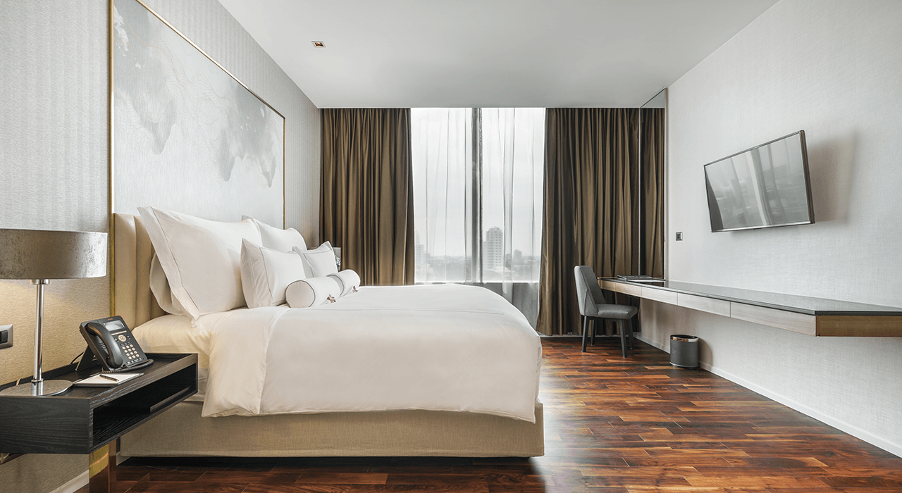 large deluxe suite and king sized bed - akyra Thonglor Bangkok