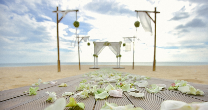 Beach Weddings in Luxury Resort Surroundings