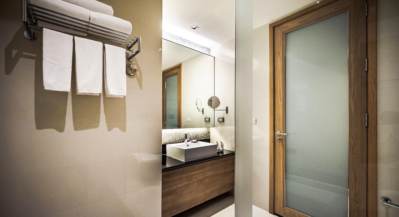 akyra Thonglor Bangkok - Three Bedroom Suite Bathrooms
