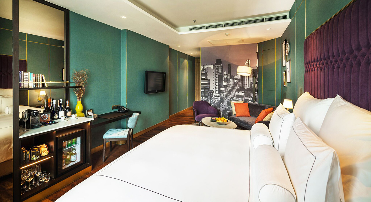 King Sized Bed in Studio Suite - akyra Thonglor Bangkok