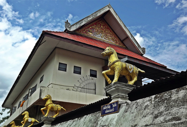 Chiang Mai Walking Tour - Horse temple