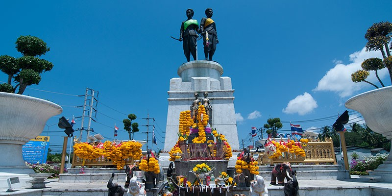 Two Heroines Monument in Phuket.jpg