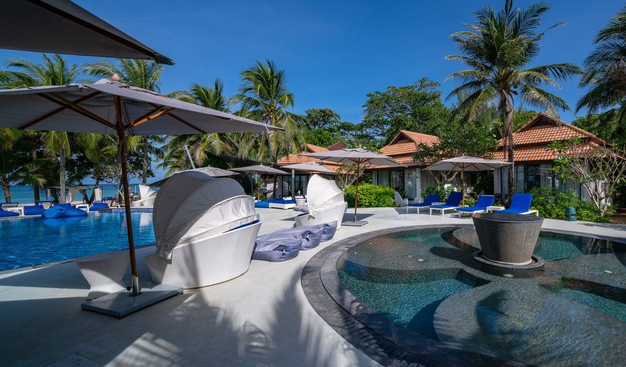 Seaview Villas Swimming Pool and Beach - akyra Beach Resort Phuket